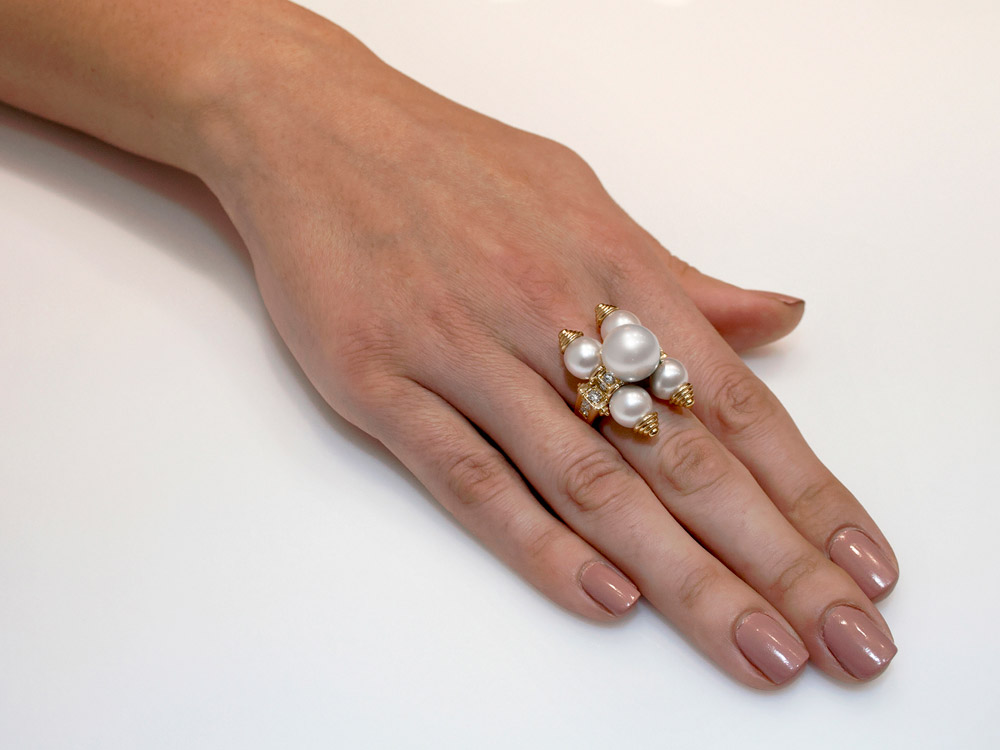 Gold ring with Akoya Pearls 18K gold and diamonds