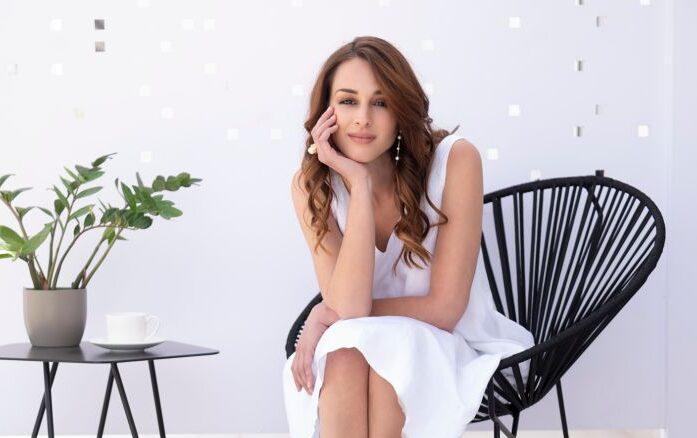 Η Βίκυ Παπαδοπούλου στο Sunday Magazine  – News247 με κοσμήματα απο το Pearls Center.